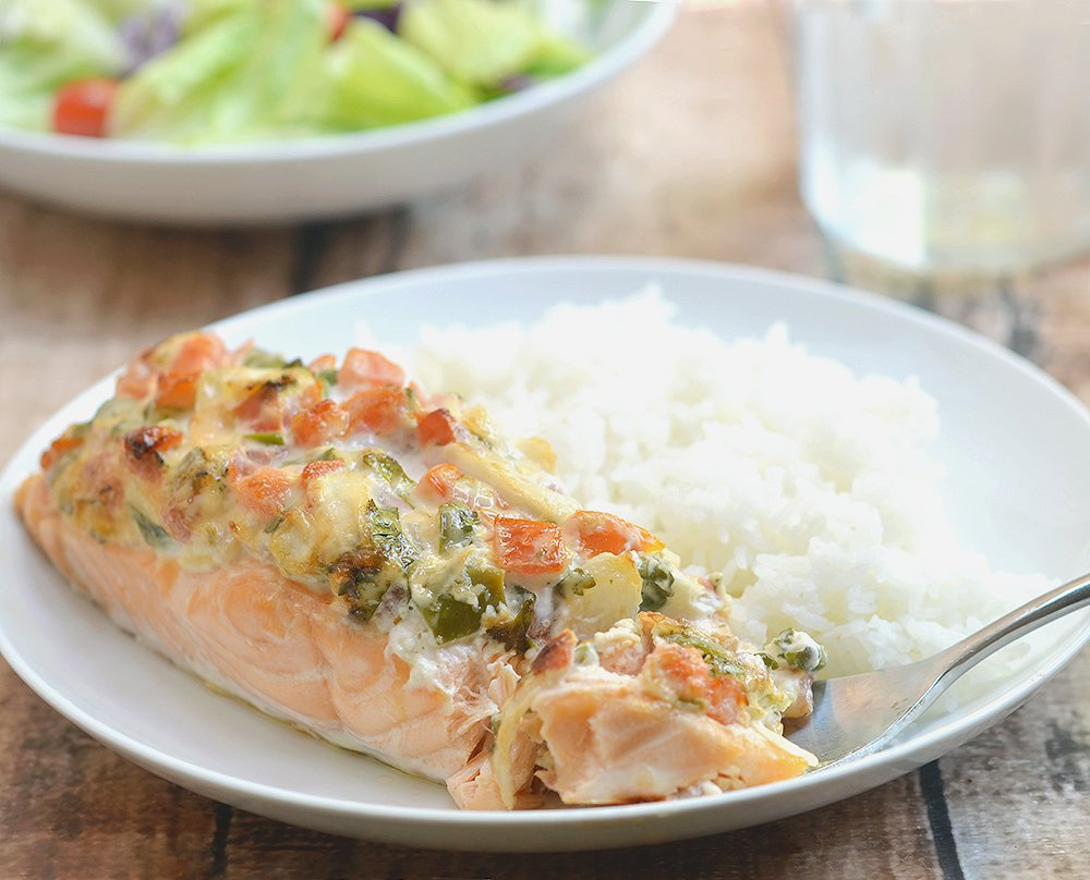 Salmon with Salsa Mayo Topping topped with fresh salsa and mayonnaise. Super moist and full of flavor, it makes for a quick and easy weeknight dinner the whole family will fight over.