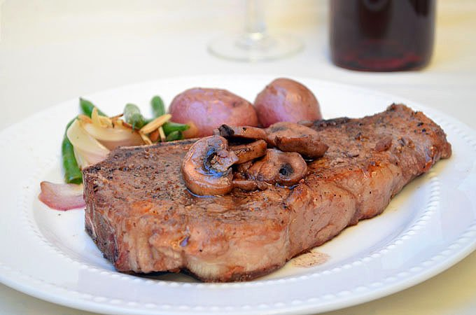 New York Steak with Red Wine Mushrooms - Onion Rings & Things