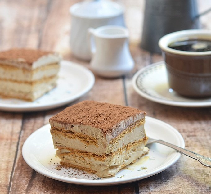 Icebox cake recipe with graham crackers, coffee-flavored whipped cream and cocoa topping