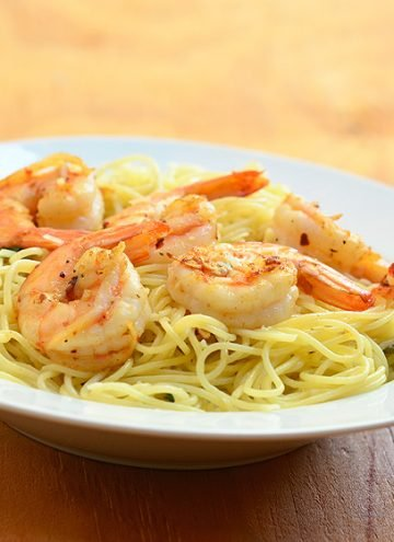 Garlic Butter Shrimp Pasta with shrimps in garlic butter sauce served over al dente pasta. Ready in minutes and with the most amazing flavor, it's the perfect weeknight dinner!