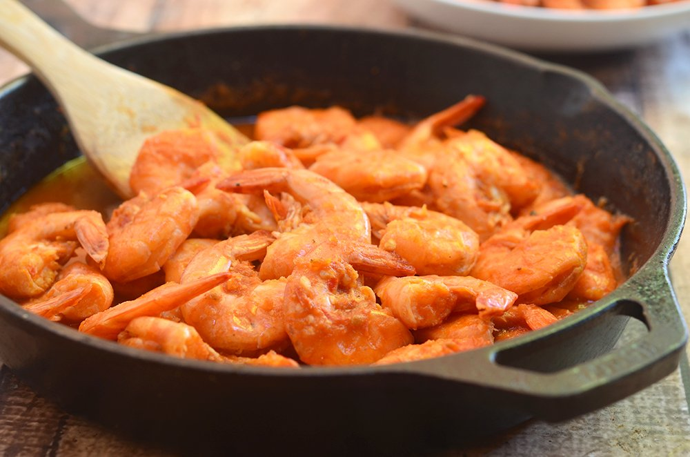 Camarones a la Diabla made of succulent shrimps cooked in a fiery, smoky pepper sauce. Also called deviled shrimps, they're sure to rock your taste buds!