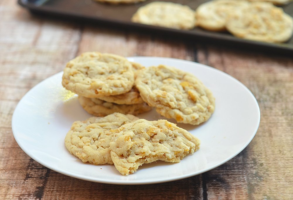 You'll love every bite of these yummy peanut butter corn flake cookies.