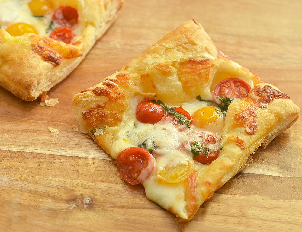 Puff Pastry Margherita Pizza made with ripe tomatoes, shredded mozzarella, fresh basil leaves, and puff pastry. With bright Spring flavors on a flaky, buttery crust, it's perfect as an appetizer, entree or last-minute snacks.
