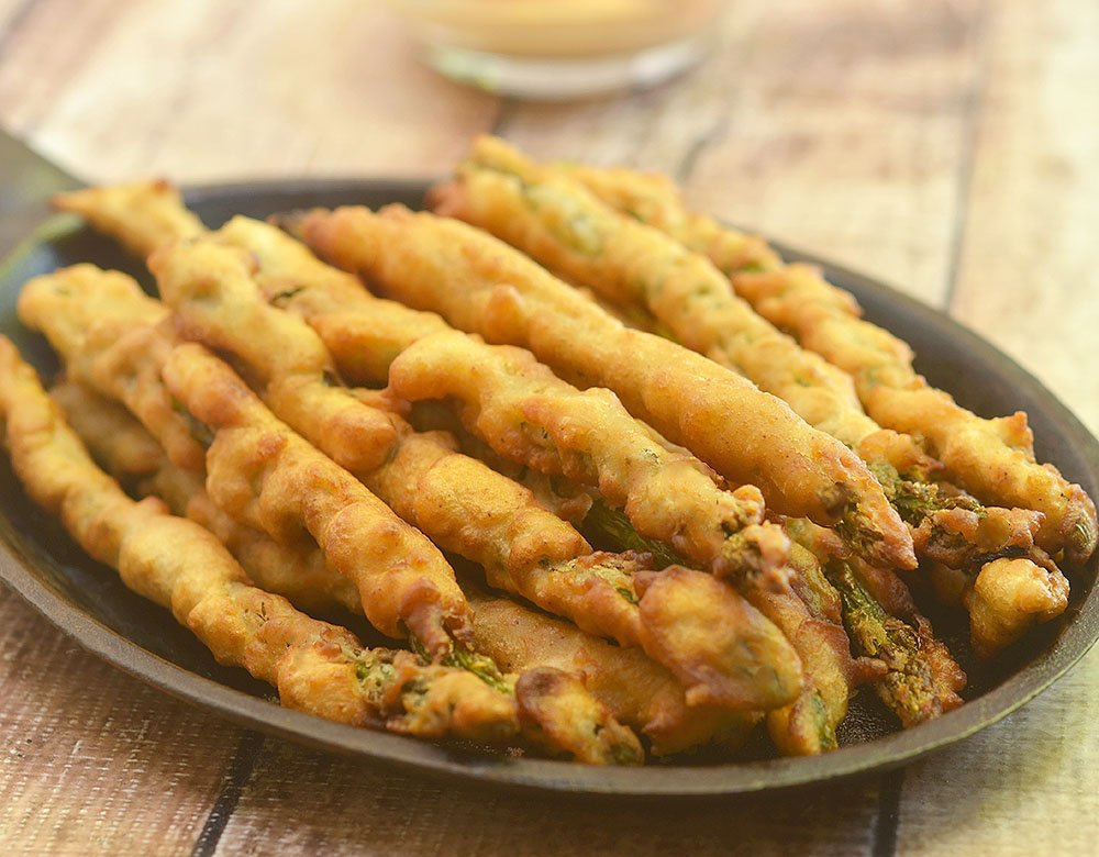 Beer-Battered Asparagus with a golden and crisp beer batter. Crunchy and delicious with a campfire dipping sauce,this appetizer is a sure party hit!
