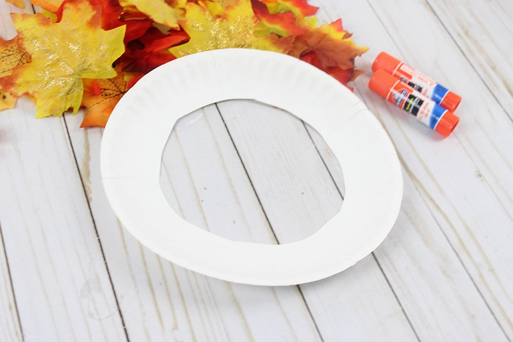 Spruce up your autumn decor with this simple Fall wreath made with dollar store supplies