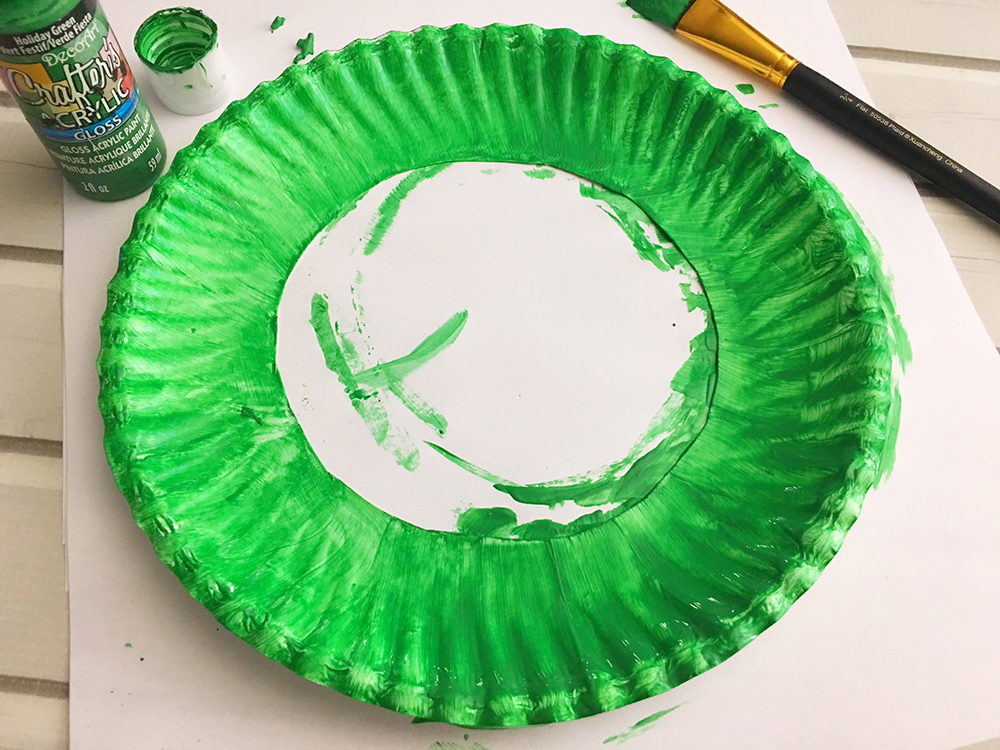 DIY Paper Christmas Wreath made with paper plate and shredded crinkle paper adds a festive touch to your holiday decor-paint the paper plate ring green