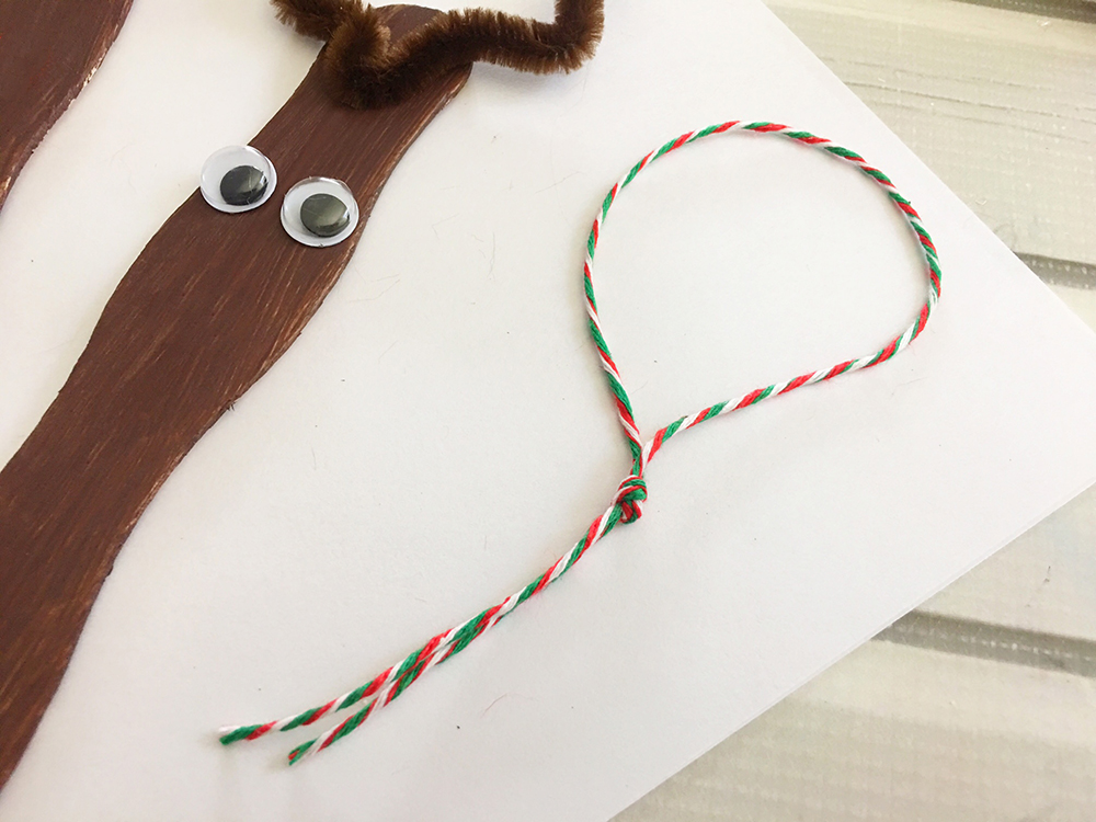 Craft Stick Reindeer Ornaments are an easy and fun Christmas craft to do with the whole family. Super adorable as tree decorations or gift package toppers-tie a twine into a loop