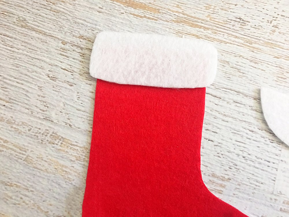 Felt Stocking Christmas Ornaments are an adorable addition to any holiday decor. So easy and fun to make with simple crafts supplies-glue white felt on top part of the red felt stocking