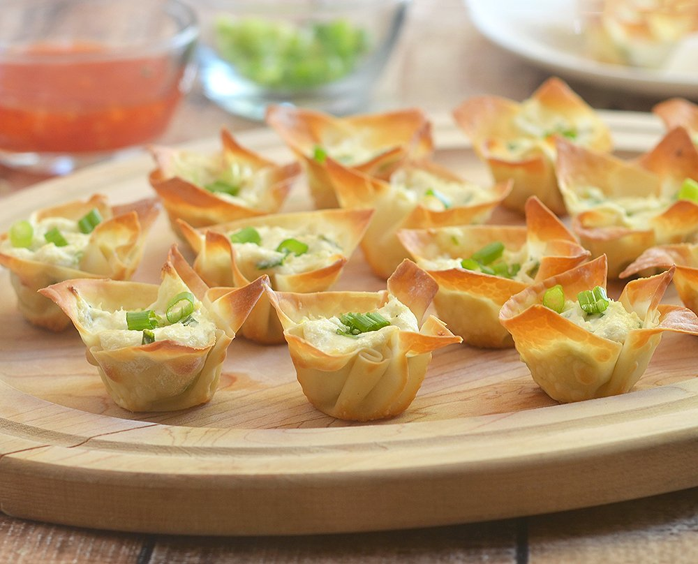 Crab rangoon cups baked recipe has all flavors of the classic Chinese appetizer but baked for less fat. Crispy, creamy and tasty, they're seriously addicting!
