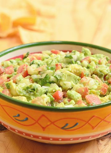 Easy Guacamole Dip in a bowl