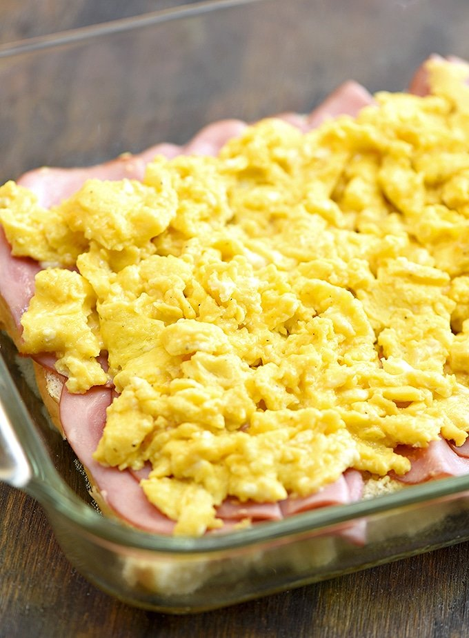 bread rolls topped with sliced ham and scrambled eggs for breakfast sliders