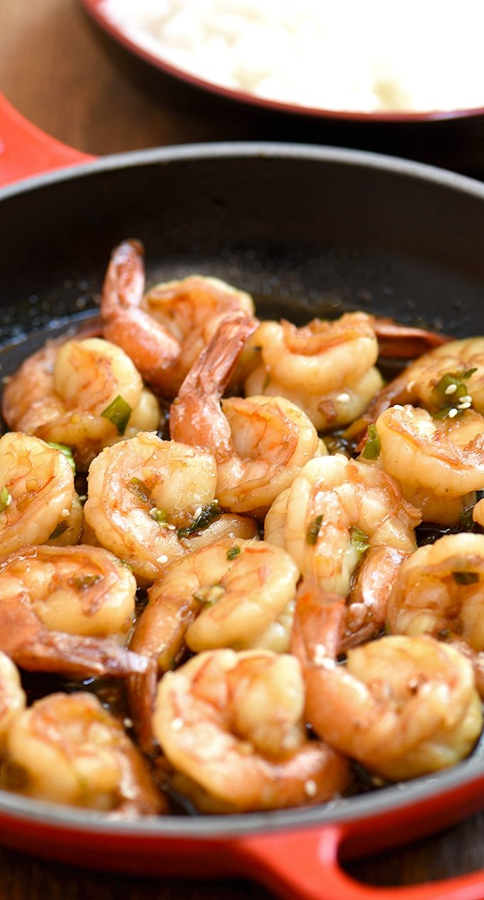 shrimps in soy sauce cooked in a red skillet