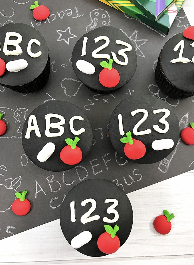 Back-to-School Cupcakes with chalkboard design