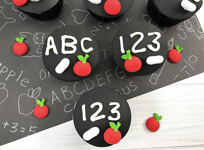 Chalkboard Back-to-School Cupcakes