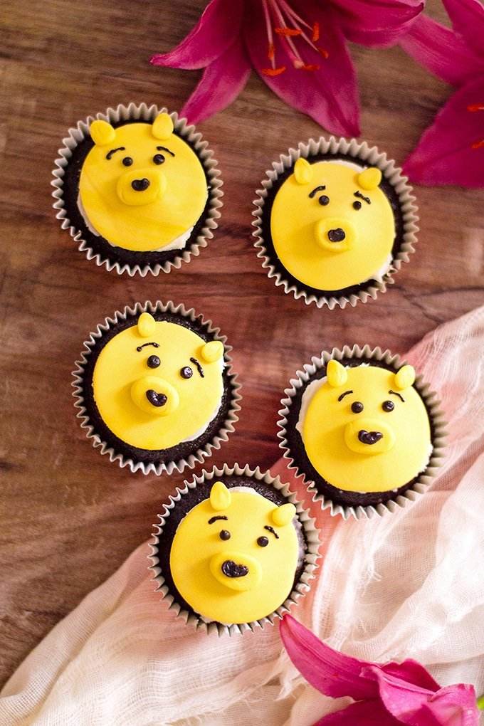 Winnie the Pooh Cupcakes with chocolate flavor and