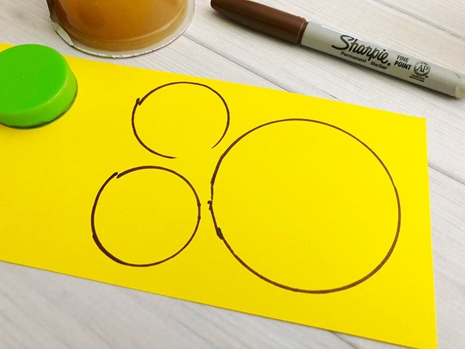 draw Winnie the Pooh face on yellow cardstock paper