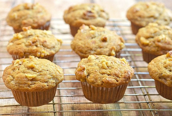 Banana muffins with walnuts