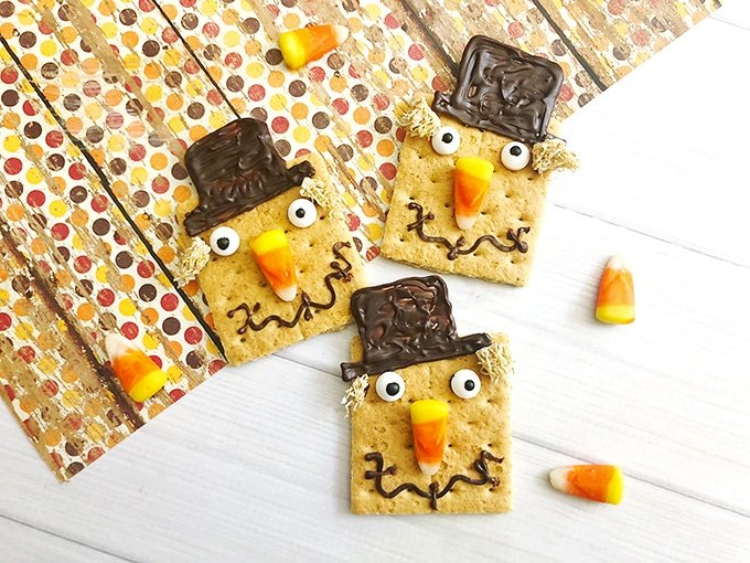 Scarecrow Graham Crackers are a fun food idea, perfect for any Fall or Halloween party. They're fun to make and super cute!