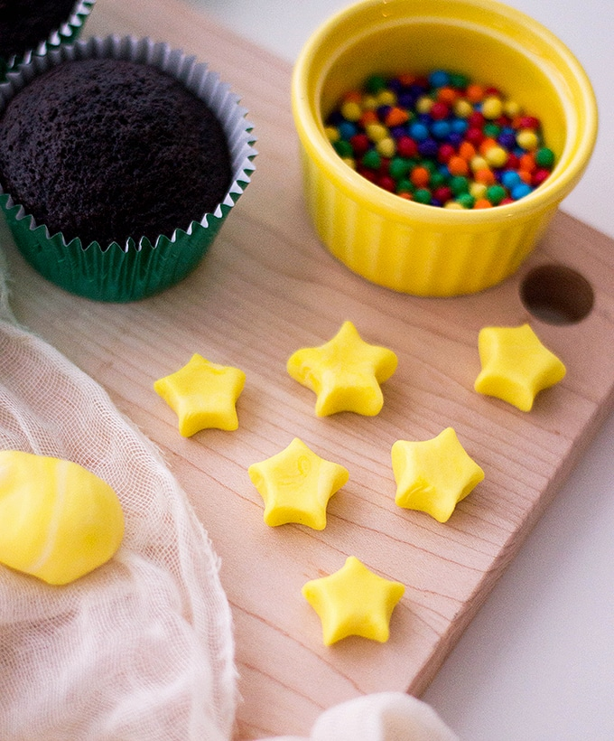 yellow fondant stars, chocolate cupcakes and colored candies