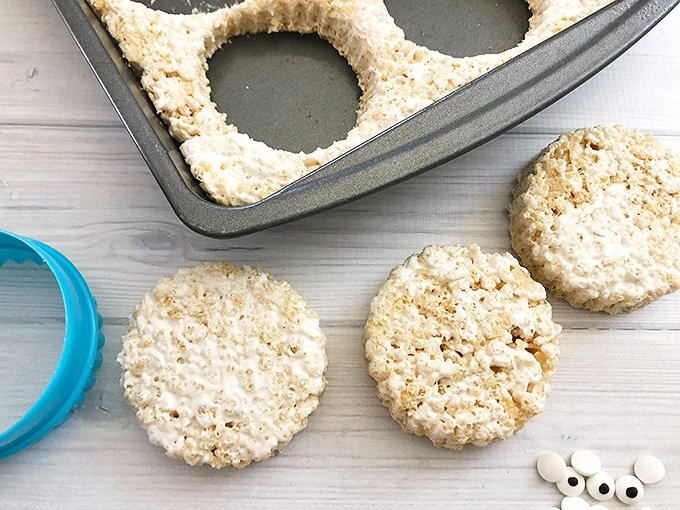 cut a pan of rice krispies treats into circles with cookie cutter