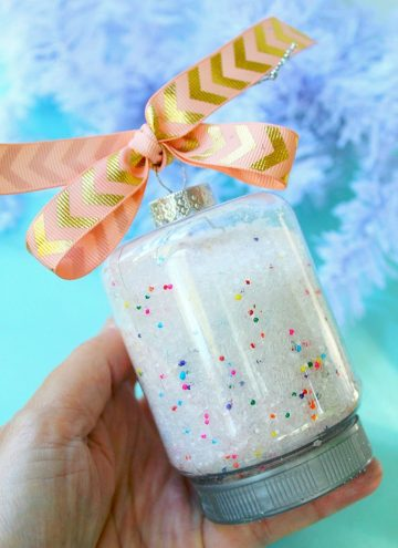 holding bath salt christmas ornament