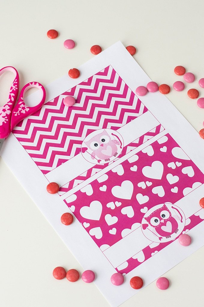 Valentine's Day Treat Bag Toppers are perfect for school Valentine's day fun